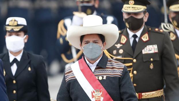 El presidente de Perú, Pedro Castillo, el pasado 30 de julio, durante un desfile militar por las Fiestas Patrias, en el Cuartel General del Ejército, en Lima (Perú). (EFE/Paolo Aguilar/Archivo)