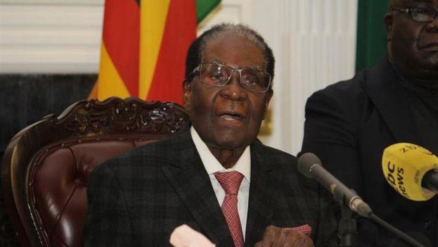 Pese al rechazo popular y de su propio partido, Mugabe no dimitió ni cuando la ZANU-PF le dio un ultimátum que expiró ayer a las 12.00 hora local. (EFE)