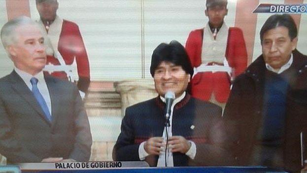 Peter Brennan y Evo Morales durante su encuentro de este martes. (@MinTrabajoBol/BoliviaTV)