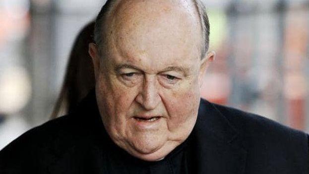 Philip Wilson a su entrada en el juzgado, donde ha sido condenado a un año de prisión por encubrir abusos sexuales a menores. (BBC)