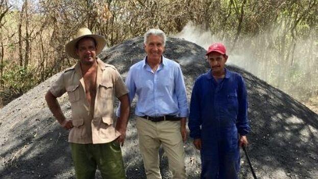 Philippe Maus se dio cuenta de lo contaminante e insegura que era la producción de carbón en Cuba por falta de medios. (Philippe Maus)