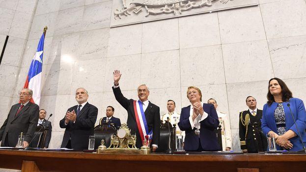Piñera y Bachelet realizaron este domingo el traspaso de poder en Chile. (@sebastianpinera)
