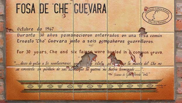 Placa puesta en 1997 en Vallegrande, Bolivia. (BdG)