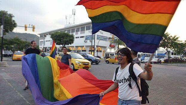 El pronunciamiento el miércoles del Pleno de la Corte Constitucional, con cinco votos a favor y cuatro en contra, ha inundado de alegría a la comunidad LGTBI. (CaracolTV)