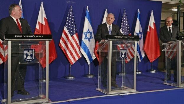 Pompeo mantuvo su primer acto oficial por la tarde con Netanyahu y Al Zayani en un encuentro trilateral para abordar los términos prácticos del acuerdo de normalización entre Israel y Baréin. (EFE)