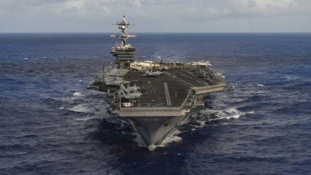 El Portaaviones USS Carl Vinson en aguas asiáticas. (Twitter)
