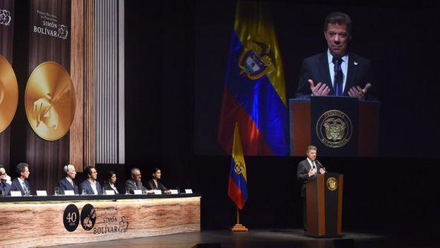 Juan Manuel Santos durante su discurso en el Premio Nacional de Periodismo Simón Bolivar. (@JuanManSantos)