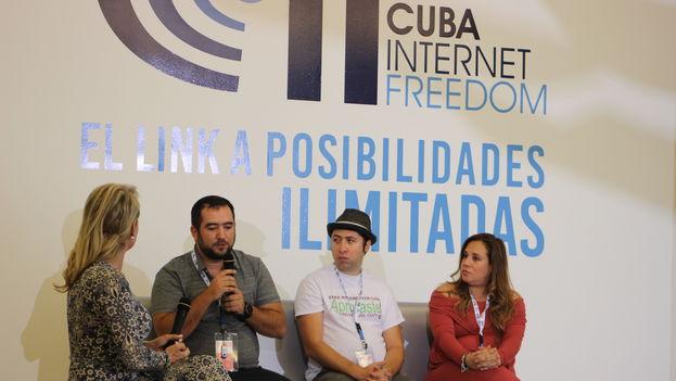 Presentación de un panel sobre aplicaciones móviles en la Conferencia sobre la Libertad de Internet en Cuba. (14ymedio)