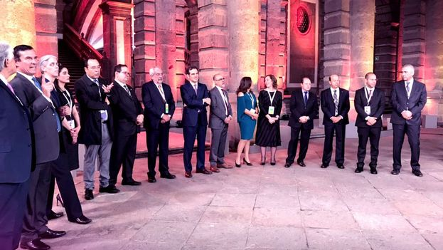 Los candidatos a la Presidencia de México en el Palacio De Mineria antes de iniciarse el debate. (INEMéxico)