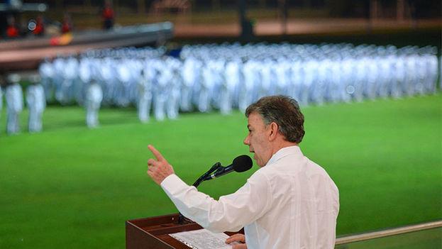 Presidente Santos anunciando la medida en el Día de la Armada Nacional en la Escuela Naval Prudencio Padilla. (Presidencia de Colombia/SIG)