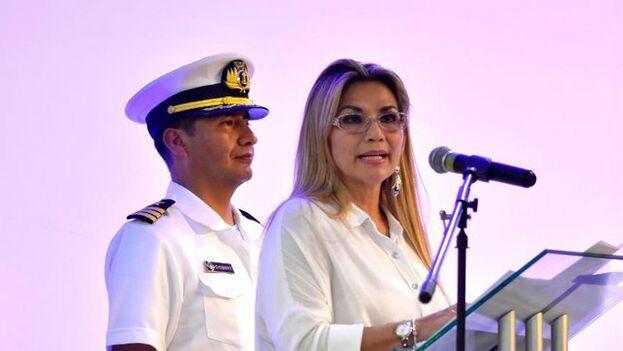 La Procuraduría General del Estado dice que legalmente Jeanine Áñez no está obligada a renunciar como jefa de Estado para ser candidata. (Jeanine Áñez)