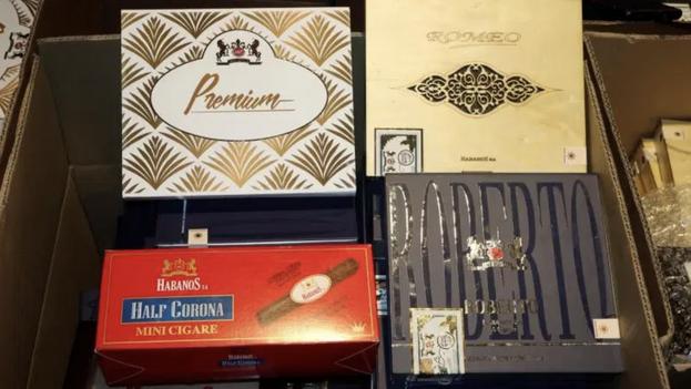 """Productos de la compañía Habanos S.A., que fabrica cigarros """"100% marroquíes"""", hechos con hojas plantadas y tratadas en el norte del país magrebí. (EFE/Javier Otazu)"""