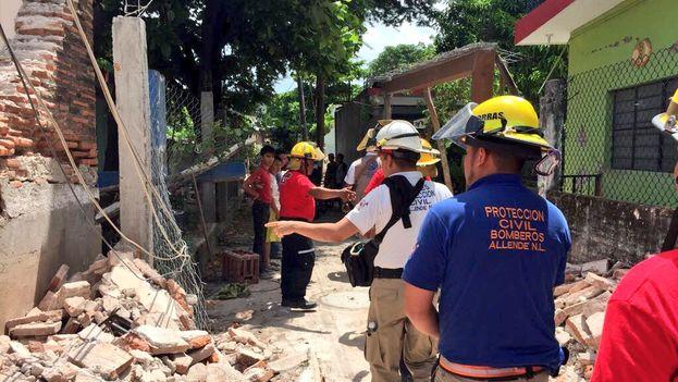 Protección civil evalúa los daños en Juchitán, el municipio más afectado tras el terremoto que ha golpeado Oaxaca. (@joluisgarcia)