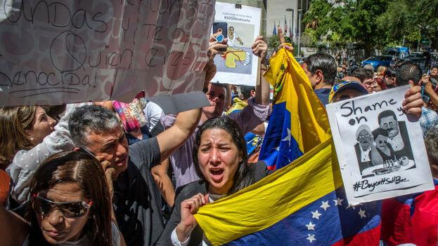 Protesta de decenas de venezolanos y cubanos radicados en EE UU contra Nicolás Maduro. (EFE/Giorgio Viera/Archivo)