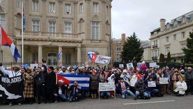 La Protesta por todos Los Prohibidos, promovió consignas como el #YoVotoNo a la Carta Magna y la etiqueta #Ni1+ en referencia a los años que se ha prolongado el régimen cubano. (Cortesía)