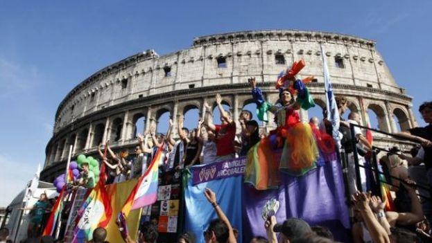 Protesta en Roma pide más derechos para los homosexuales en Italia. (Captura de video)