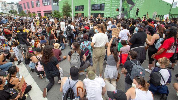 Protesta en el barrio Wynwood de Miami el 5 de junio en repudio a la muerte de George Floyd. (EFE/EPA/Cristóbal Herrera)