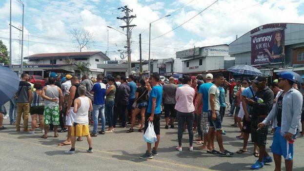Protesta de migrantes cubanos en Panamá. (14ymedio)