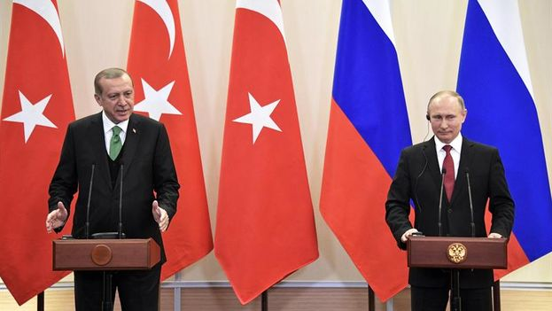 """Ambos presidentes apoyaron la existencia de """"zonas seguras"""" en Siria aunque dijeron que su creación debe ser acordada por las partes en conflicto. (EFE)"""