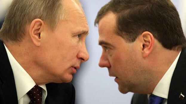 Putin y Medvédev ya protagonizaron un enroque en 2008, cuando el segundo, entonces primer ministro, ascendió a la Presidencia. (EFE)