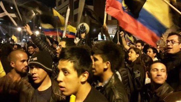 Cuarto día de protestas contra las medidas de Rafael Correa en la Avenida los Shyris. (@Silvitabuendia)