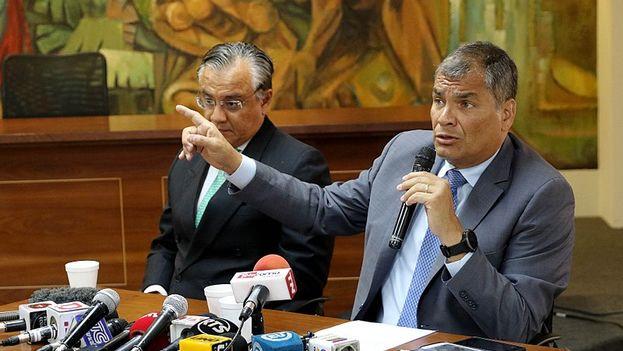 Rafael Correa durante una comparecencia ante la fiscalía a principios de 2018, en Guayas. (Andes/César Muñoz/CC)