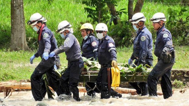 El capitán Ramírez estima que el número de desaparecidos puede rondar los 150 además de los casi 300 fallecidos ya confirmados. (@bomberopitalito)
