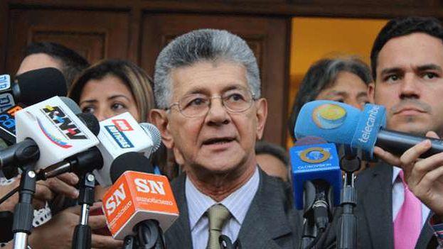 """Ramos Allup cree que Rodríguez Zapatero no está a favor de ningún bando porque se ha mostrado """"muy respetuoso"""" en la mediación. (@hramosallup)"""