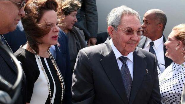 Raúl Castro, el primer presidente que llega a Costa Rica para la cumbre de la Celac