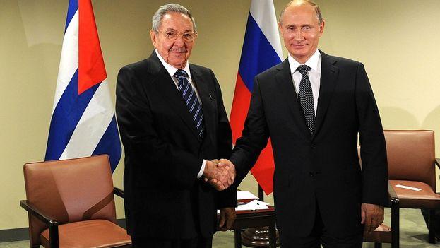 El presidente cubano, Raúl Castro, y su homólogo ruso, Vladimir Putin. (Kremlin)