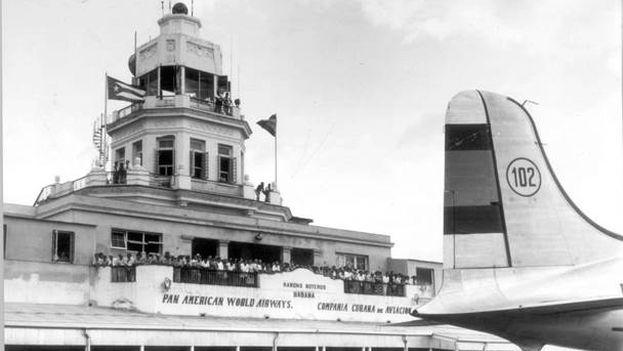 Recibimiento al CD-4 de Iberia en el aeropuerto de La Habana en 1949. (Iberia)