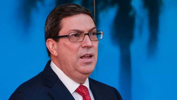 """El ministro de Relaciones Exteriores de Cuba, Bruno Rodríguez, ha calificado de """"inaceptable"""" e """"infundada"""" la decisión del Gobierno de Estados Unidos de expulsar a 15 diplomáticos cubanos de Washington. (@CubaMINREX)"""