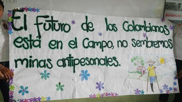 Una imagen para la campaña 'Remángate 2015' de la Dirección contra Minas de Colombia. (accioncontraminas.gov)