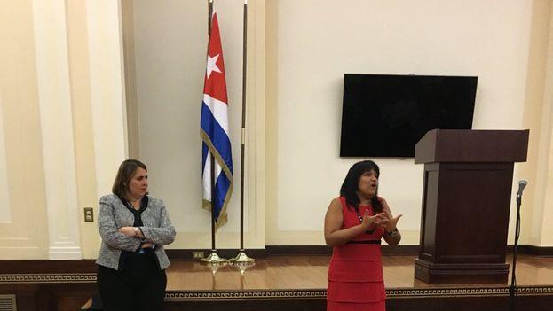 """La Representante Permanente de Cuba denunció ante la prensa la """"farsa política que los Estados Unidos pretendió fracasadamente realizar en la ONU"""". (CubaONU)"""