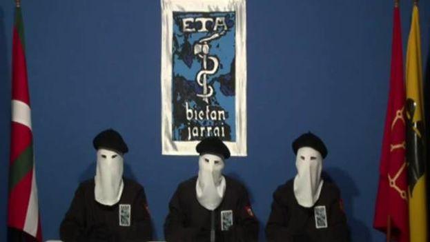 Representantes de ETA anunciaron el fin de la violencia en 2011. (Captura)