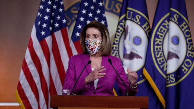 La presidenta de la Cámara de Representantes de Estados Unidos, la demócrata Nancy Pelosi, durante una conferencia de prensa este jueves en el Capitolio, en Washington. (EFE/Shawn Thew)