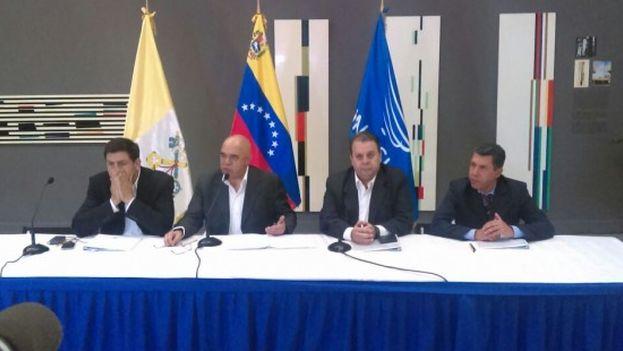 Representantes de la oposición explican en rueda de prensa sus demandas al Gobierno en esta fase del diálogo. (Unidad Venezuela)