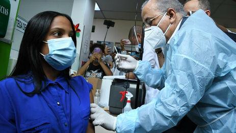 Este domingo llegaron ocho toneladas de vacunas a República Dominicana, segundo país más inmunizado de América Latina. (Presidencia)