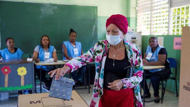 Según las encuestas, en las elecciones del 5 de julio en República Dominicana ganará en primera o segunda vuelta el economista Luis Abinader. (EFE)