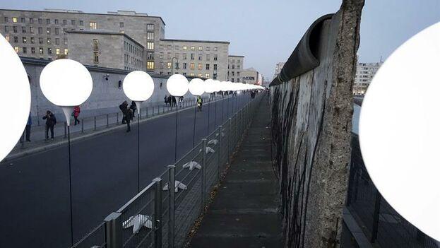 Restos del muro que una vez dividió Alemania y se cobró decenas de vidas. (EFE)