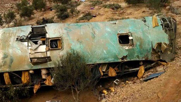 El autobús, perteneciente a la empresa Rey Latino, cubría la ruta entre la localidad de Chala y la ciudad de Arequipa. (EFE)