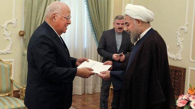 El vicepresidente cubano Ricardo Cabrisas visitó Irán en agosto, donde hizo entrega a Rohani de una carta de Raúl Castro. (Twitter)