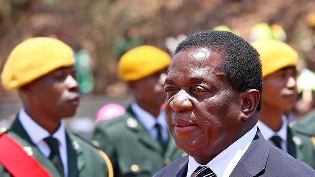 Robert Mugabe, de 93 años, lleva en el poder desde 1987. Su relevo está generando gran tensión en el país. (EFE)