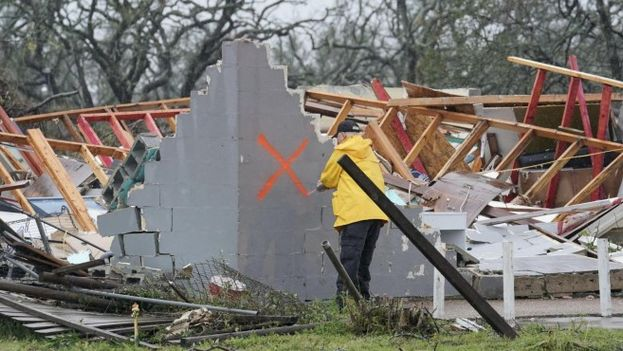 El huracán tocó tierra en Rockport, una ciudad costera de casi 9.000 habitantes que hoy amaneció desolada con calles convertidas en auténticos ríos y árboles derribados. ( EFE)
