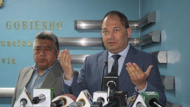 Rodolfo Illanes, viceministro boliviano de Régimen Interior y Policía, a la izquierda, junto al ministro de Gobierno, Carlos Romero. (Ministerio de Gobierno)