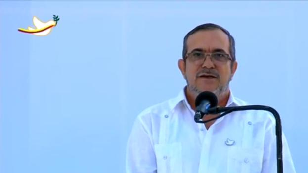 "El comandante guerrillero Rodrigo Londoño Echeverri, alias ""Timochenko"", en acuerdo de paz. (CC)"
