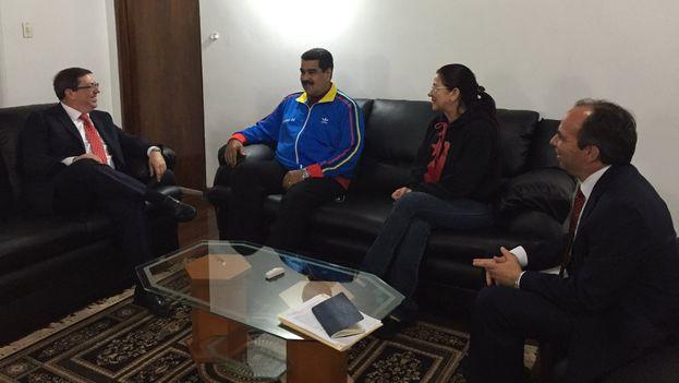El canciller cubano, Bruno Rodríguez, y el presidente venezolano, Nicolás Maduro, este lunes en Caracas. (@DrodriguezVen)