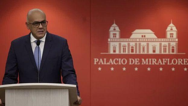 """Jorge Rodríguez mostró vídeos de """"confesión"""" de Rivas Vivas y de Expósito Carrillo. (NTN24)"""