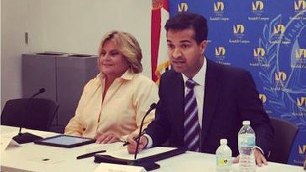 Los congresistas republicanos Ileana Ros-Lehtinen y Carlos Curbelo en un evento del Miami Dade College. (Twitter/ @RepCurbelo)