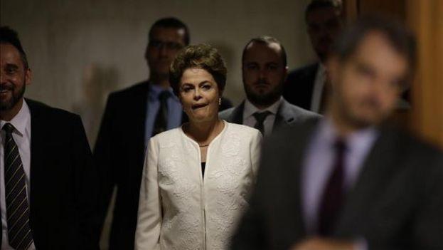 La presidenta de Brasil, Dilma Rousseff, este miércoles antes de la conferencia de prensa en el Palacio de Planalto. (EFE/Fernando Bizerra Jr.)